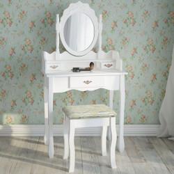 Valkoinen meikkauspöytä...