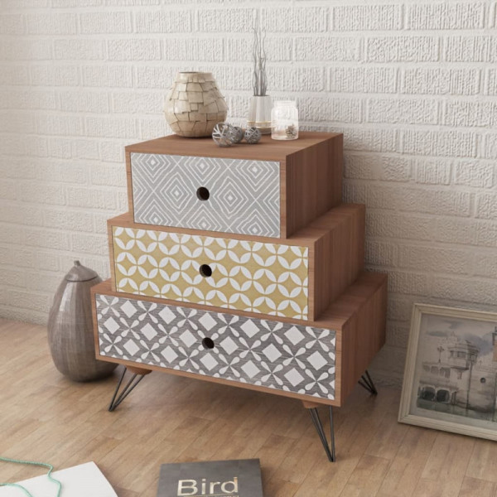 Yöpöytä 3 vetolaatikolla ja koristekuvioilla ruskea